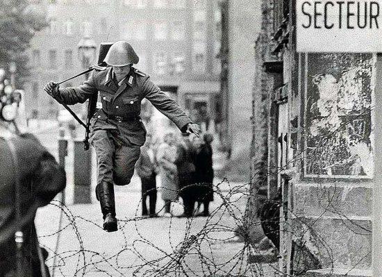 Berlino Est - Hans Conrad Schumann - La foto del salto