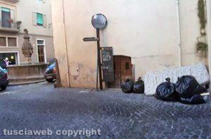 Viterbo - Rifiuti in via Mazzini