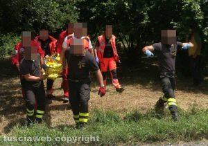 Soriano nel Cimino - I soccorritori dei vigili del fuoco e del 118
