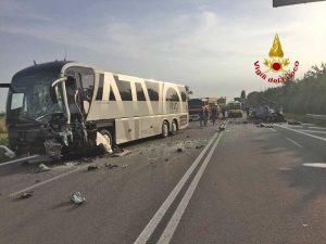 Venezia - L'incidente tra un pullman e un'auto
