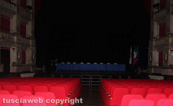 Il teatro Unione nel buio totale