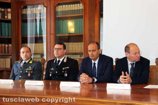 Viterbo - Le forze dell'ordine al tavolo della firma