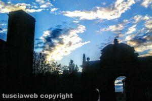 Viterbo - Porta Fiorentina vista da piazza Della Rocca al tramonto