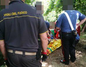 Soriano nel Cimino - I vigili del fuoco e i carabinieri soccorrono l'anziano