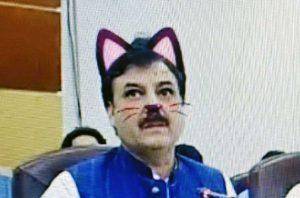 Pakistan - Politici in diretta Facebook con orecchie e baffi da gatto