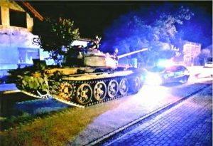 Polonia - Ubriaco gira con un carro armato in città