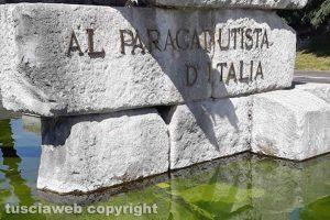Viterbo - Il monumento al Paracadutista d'Italia nell'incuria