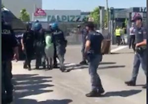 Modena - Il sindacalista aggredito dalla polizia