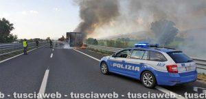 Autotreno in fiamme sull'A1
