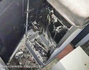 Una delle cabine Enel distrutte dalle fiamme