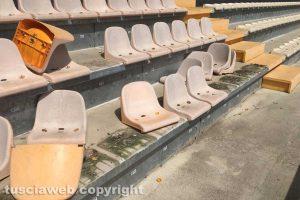 Viterbo - Lo smontaggio dei seggiolini al Rocchi