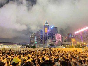 Proteste a Hong Kong contro la legge sull'estradizione, la folla in piazza