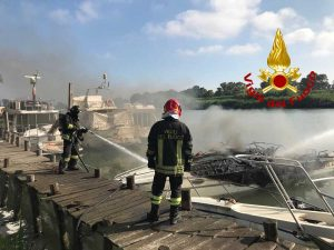 L'intervento dei vigili del fuoco a Fiumicino
