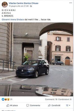 Il post con l'auto di servizio del sindaco parcheggiata