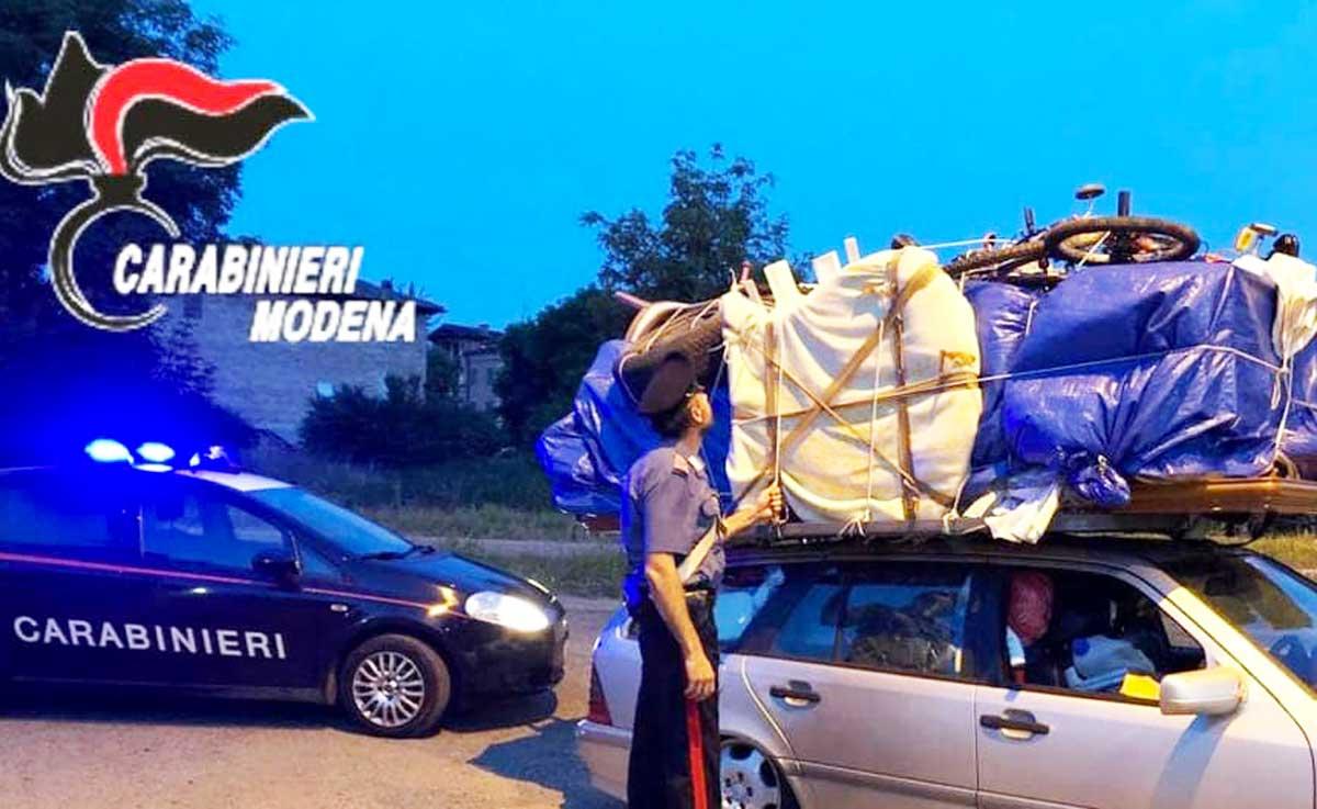 Camera Matrimoniale A Carpi.In Autostrada Con La Camera Da Letto Sull Auto Bloccato Dai