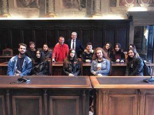 Antonello Ricci e Giovanni Arena con gli studenti del santa Rosa
