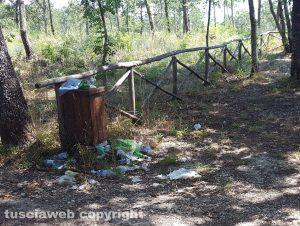 Soriano nel Cimino - Rifiuti al monumento naturale di Corviano
