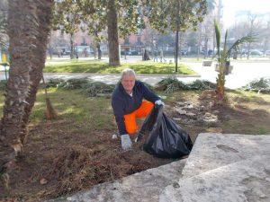 Castellammare di Stabia - Disoccupato pulisce la città gratis