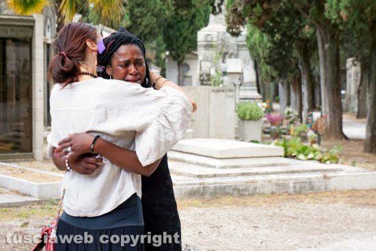 Viterbo - I funerali di Joshua Chibueze Anyanwu - La madre di Joshua