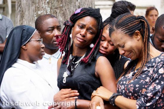 Viterbo - I funerali - Joshua Chibueze Anyanwu - I familiari di Joshua