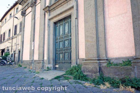 Viterbo - Erbacce al tribunale vecchio