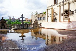 Viterbo - Il cortile di Palazzo dei Priori allagato