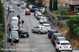 Viterbo - Parcheggio selvaggio in via Monti Cimini