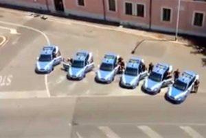 Carabiniere ucciso - L'omaggio della polizia sotto il comando dell'arma