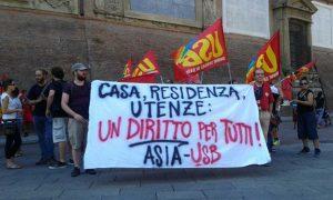 La manifestazione sotto la Regione di Asia Usb e dei movimenti per il diritto all'abitare