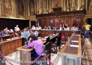 Il minuto di silenzio in consiglio comunale