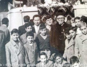 Viterbo - Come eravamo - Anni '60 - Foto di gruppo in piazza del Comune