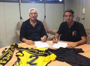 Sport - Calcio - Viterbese - Giuseppe Scalera firma il contratto col presidente Romano