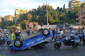 La volante che si è cappottata a Roma