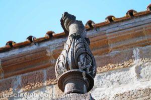 Viterbo - Cattedrale di san Lorenzo - Una delle fiaccole del duomo