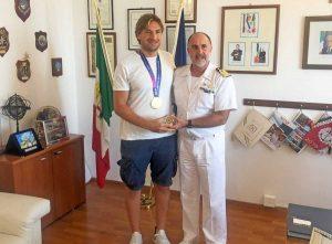 Civitavecchia - Vincenzo Leone con il campione di pallanuoto Marco Del Lungo