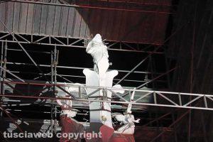 La statua di santa Rosa in cima a Gloria
