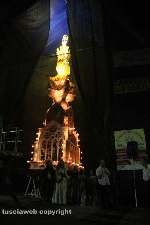 Viterbo - La statua di Santa Rosa in cima a Miracolo di fede