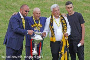 Sport - Calcio - Viterbese - La coppa Italia e la consegna della maglia al tifoso Alfredo Lucaccioni