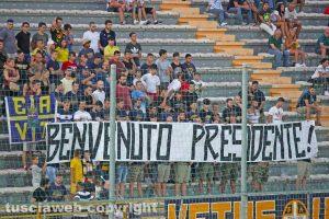 Sport - Calcio - Viterbese - Lo striscione dei tifosi in curva
