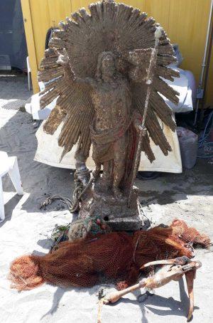 Il recupero della statua del Cristo risorto
