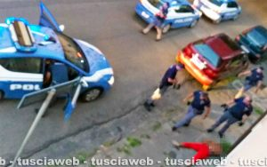 Viterbo - L'intervento della polizia in via Lorenzo da Viterbo