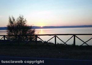 Gradoli - Il sorgere del sole sul lago di Bolsena