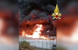 Gaglianico - Incendio in azienda di recupero plastica