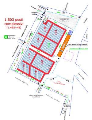 Viterbo - La disposizione delle sedie a piazza del Comune