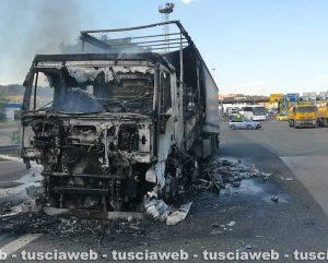 Orte - Camion in fiamme allo svincolo autostradale