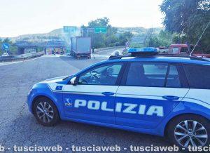 Orte - Camion in fiamme allo svincolo autostradale - La polizia
