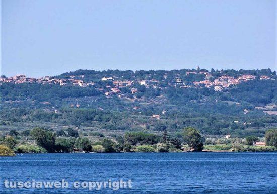 Lago di Bolsena - Vista su San Lorenzo Nuovo - Foto di Luca Viviani