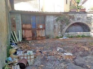 L'esterno del magazzino comunale di Orte