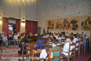 Tarquinia - La sala consiliare - La votazione della mozione contro il termovalorizzatore