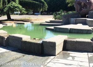 Viterbo - Degrado alla fontana della Sfera